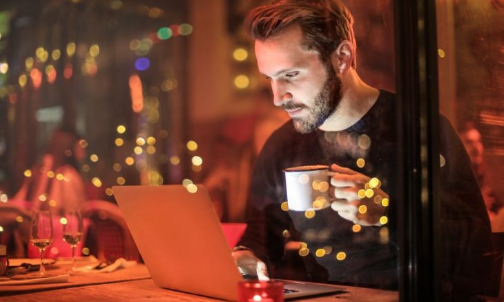 4 Warning Signs You're Addicted To The Internet